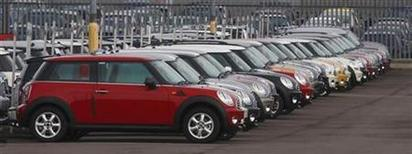 <p>Mini cars are parked at the company's production plant in Cowley, Oxford, central England in this file photo from February 16, 2009. REUTERS/ Eddie Keogh</p>