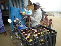 <p>A motorcycle taxi delivers beer to one of the thousands of local bars in the south Sudan capital Juba March 18, 2009. REUTERS/Skye Wheeler</p>