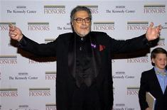 <p>Pianist Leon Fleisher, a 2007 Kennedy Center Honoree, greets photographers as he arrives for a Gala Dinner at the State Department in Washington December 1, 2007. REUTERS/Mike Theiler</p>