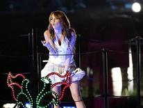 """<p>Singer Miley Cyrus performs at the """"Miley's Sweet 16 Share the Celebration"""" party at Disneyland in Anaheim, California October 5, 2008. REUTERS/Mario Anzuoni</p>"""
