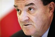 <p>Canada's Finance Minister Jim Flaherty speaks at a news conference following the G20 Finance Ministers meeting at a hotel, near Horsham, in southern England March 14,2009. REUTERS/Kevin Coombs</p>
