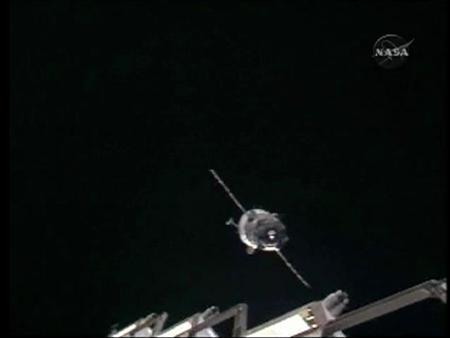 Russian spaceship docks despite engine failure | Reuters com