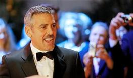 """<p>U.S. actor George Clooney poses on the red carpet before the German telethon """"Ein Herz fuer Kinder"""" (A Heart for Children) in Berlin, December 6, 2008. REUTERS/Johannes Eisele</p>"""