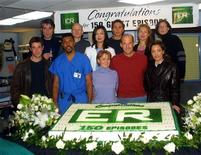 """<p>Alcuni membri del cast di """"ER"""" alla festa per il 150esimo episodio, nel gennaio 2001. FMB/SV</p>"""