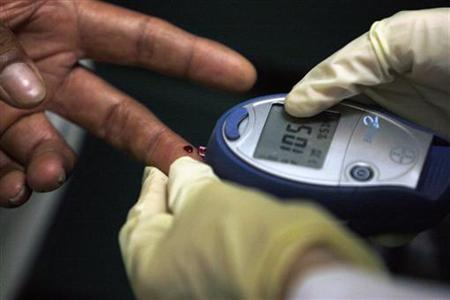 A diabetic has his blood sugar level measured in downtown Los Angeles July 30, 2007. REUTERS/Lucy Nicholson