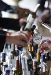<p>People taste wine in Chateau Smith Haut Lafitte in Martillac, southwestern France, March 30, 2009. REUTERS/Regis Duvignau</p>
