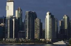 <p>Condominiums along the shores of Coal Harbour in Vancouver are seen May 4, 2003. REUTERS/Andy Clark</p>