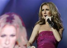 <p>Celine Dion performs on stage at the Stade de Geneve in Geneva July 9, 2008. REUTERS/Denis Balibouse</p>