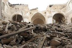 <p>Разрушенная землетрясением церковь в городе Л'Аквила 13 апреля 2009 года. Восстановительные работы в области Абруццо в центральной Италии, пострадавшей от землетрясения, обойдутся государству в 12 миллиардов евро ($15,9 миллиарда), сообщил министр внутренних дел Италии Роберто Марони в эфире итальянского ТВ. REUTERS/Daniele La Monaca</p>