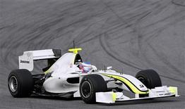 <p>Jenson Button dirige carro da sua equipe Brawn GP em Montmelo. 09/03/2009. REUTERS/Albert Gea</p>