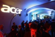 <p>iornalisti in attesa prima di una conferenza stampa del vice presidente di Acer, Aynar de Lencquesaing . REUTERS/Gustau Nacarino (SPAIN)</p>