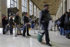 <p>People wait in line on tax deadline day at the main Post Office in New York April 15, 2009. REUTERS/Chip East</p>