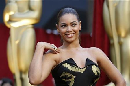 Beyonce arrives at the 81st Academy Awards in Hollywood, California February 22, 2009. REUTERS/Mario Anzuoni