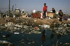 <p>Children play in Sidi Moumen slum in Casablanca February 20, 2009. REUTERS/Rafael Marchante</p>