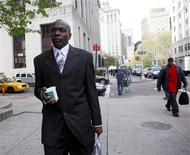 <p>Brady Green arrives at Manhattan criminal courthouse in New York April 29, 2009. Green, accused of stalking TV host and former supermodel Tyra Banks, was found guilty of trespass, harassment and stalking on Thursday, prosecutors said. REUTERS/Eric Thayer</p>