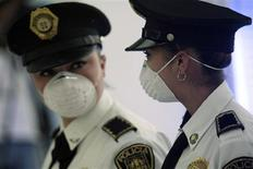 <p>Mexican female police wear surgical masks at the airport in Mexico City April 30, 2009. European health ministers on Thursday rejected a French call to suspend EU flights to Mexico after the outbreak of influenza A (H1N1), formerly referred to as swine flu, saying it would be up to individual states to decide on any travel curbs. REUTERS/Henry Romero</p>