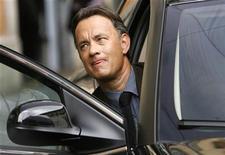 """<p>El actor estadounidense Tom Hanks durante el rodaje del filme """"Angels and Demons"""" en Roma, 10 jun 2008. Una película inspirada en la exitosa novela """"Angels & Demons"""" del novelista estadounidense Dan Brown será lanzada a mediados de mayo en cines de todo el mundo, en la que el actor Tom Hanks repetirá su rol como el profesor Robert Langdon. REUTERS/Dario Pignatelli</p>"""