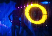 <p>A dancer performs in a nightclub in central Moscow, March 9, 2009. REUTERS/Thomas Peter</p>