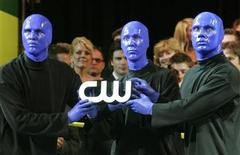 <p>Members of Blue Man Group hold a lighted logo of The CW television network at the launch party for The CW television network at Warner Bros. studios in Burbank, California September 18, 2006. REUTERS/Fred Prouser</p>