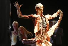 <p>People look at a plastinated human body during the press preview of the new Koerperwelten ('Body Worlds') exhibition in Berlin May 6, 2009. Anatomist Gunther von Hagens, famous for his Body Worlds shows of plastinated human bodies, has triggered uproar among politicians in the German capital with a new exhibit showing two copulating corpses. REUTERS/Fabrizio Bensch</p>