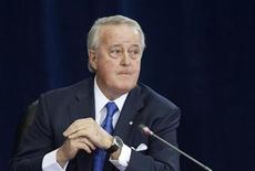 <p>Former Prime Minister Brian Mulroney pauses while testifying at the Oliphant Commission in Ottawa May 12, 2009. REUTERS/Blair Gable</p>