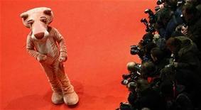 """<p>Foto de archivo de una """"Pantera Rosa"""" durante la presentación de la cinta """"Pink Panther 2"""" en el Festival de Cine de Berlín, 13 feb 2009. Foto de archivo de una """"Pantera Rosa"""" durante la presentación de la cinta """"Pink Panther 2"""" en el Festival de Cine de Berlín, 13 feb 2009 REUTERS/Fabrizio Bensch</p>"""