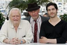 """<p>Director Jacques Audiard (C) poses with cast members Niels Arestrup and Tahar Rahim during a photocall for the film """"Un Prophete"""" at the 62nd Cannes Film Festival May 16, 2009. REUTERS/Vincent Kessler</p>"""