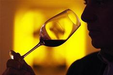<p>Man tastes red wine in Chateau Smith Haut Lafitte in Martillac, southwestern France, March 30, 2009. REUTERS/Regis Duvignau</p>