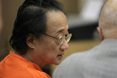 Norman Hsu (L) speaks with his attorney, James Brosnahan, inside a courtroom in Redwood City, California, September 21, 2007. REUTERS/Paul Sakuma/Pool