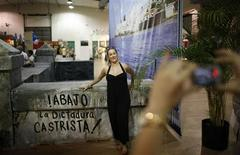 <p>A Cuban-American woman poses for a picture next to a replica of Havana's seawall, known as Malecon, during the Cuba Nostalgia festival in Miami May 16, 2009. REUTERS/Carlos Barria</p>