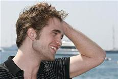 <p>Actor Robert Pattinson poses during a photocall at the 62nd Cannes Film Festival May 19, 2009. REUTERS/Regis Duvignau</p>
