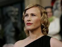 """<p>Actress Patricia Arquette from the drama television series """"Medium"""" poses as she arrives at the 12th annual Screen Actors Guild Awards in Los Angeles, California January 29, 2006. REUTERS/Mario Anzuoni</p>"""