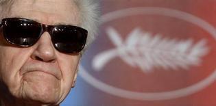 """<p>El director Alain Resnais participa en una conferencia de prensa por su filme """"Les herbes folles"""" en Cannes, 20 mayo 2009. Alain Resnais, el reconocido director francés de clásicos del cine arte como """"L'annee derniere a Marienbad"""", se esforzaría por atraer a más espectadores, si sólo conociera la fórmula. REUTERS/Christian Hartmann</p>"""