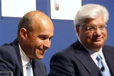 <p>Research in Motion (RIM) Co-CEO Jim Balsillie (L) and President and Co-Ceo Mike Lazaridis talk before RIM's annual general meeting of shareholders in Waterloo, Ontario, July 15, 2008. REUTERS/Mike Cassese</p>