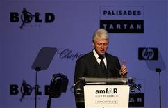 <p>Former U.S. President Bill Clinton gives a speech as he attends the amfAR's Cinema Against AIDS 2009 event in Antibes during the 62nd Cannes Film Festival May 21, 2009. REUTERS/Regis Duvignau</p>