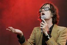 <p>British singer Jarvis Cocker performs on stage during his concert at the Rock-en-Seine Festival in Saint-Cloud near Paris, August 25, 2007. REUTERS/Benoit Tessier</p>