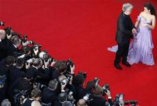 """<p>Director Pedro Almodovar (L) and cast member Penelope Cruz arrive on the red carpet for the screening of the film """"Los Abrazos Rotos"""" at the 62nd Cannes Film Festival May 19, 2009. REUTERS/Christian Hartmann</p>"""