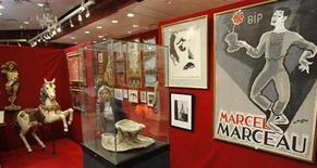 <p>Le autorità francesi hanno acquistato disegni, appunti e vari lavori artistici appartenuti a Marcel Marceau, dopo che la collezione del famoso mimo è stata messa all'asta per ordine di un tribunale. REUTERS/John Schults (FRANCE SOCIETY ENTERTAINMENT)</p>