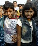 """<p>Azharuddin Ismail e Rubina Ali, que atuaram no filme """"Quem Quer Ser Um Milionário"""". 20/02/2009. REUTERS/Punit Paranjpe</p>"""