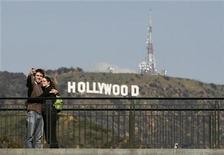 <p>Un año de descontento laboral en Hollywood podría culminar la próxima semana cuando se espera que el mayor sindicato de actores apruebe un nuevo contrato entre los estudios de cine y televisión en una reñida votación, dijeron el miércoles observadores de la industria. REUTERS/Danny Moloshok/Archivo</p>