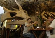 <p>Customers toast in front of a dinosaur decoration at a theme restaurant in Taipei, June 5, 2009. REUTERS/Pichi Chuang</p>