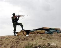 <p>An Afghan army soldier fires his rifle during an operation against insurgents outside Kunduz city June 15, 2009. Picture taken June 15. REUTERS/Stringer</p>