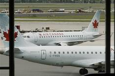 <p>Air Canada planes sit on the tarmac at Pearson International Airport in Toronto, June 17, 2008. REUTERS/Mike Cassese</p>
