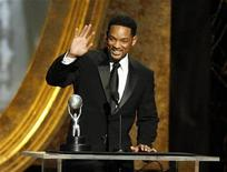 <p>Actor Will Smith waves after accepting the award for Outstanding Actor in a Motion Picture at the 40th Annual NAACP Image Awards at the Shrine auditorium in Los Angeles February 12, 2009. REUTERS/Mario Anzuoni</p>