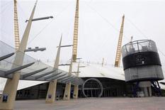 <p>La Arena O2 de Londres, 26 jun 2009. AEG Live, el grupo detrás de la larga serie de conciertos que Michael Jackson debía presentar en Londres el próximo mes, expresó sus condolencias el viernes hacia la familia del fallecido cantante y dijo que los boletos serían devueltos. REUTERS/Nigel Roddis</p>