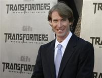 """<p>Foto de archivo: el director Michael Bay posa durante la función de preestreno de su filme """"Transformers: Revenge of the Fallen"""" realizada en Los Angeles, jun 22 2009. REUTERS/Fred Prouser (UNITED STATES)</p>"""