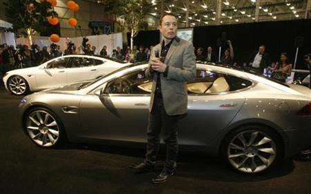 CEO and chairman of Tesla Motors Elon Musk introduces the Tesla Model S electric automobile during a media launch in Hawthorn, California March 26, 2009. REUTERS/Fred Prouser