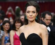 """<p>Angelina Jolie, best actress nominee for """"Changeling,"""" arrives at the 81st Academy Awards in Hollywood, California February 22, 2009. REUTERS/Mario Anzuoni</p>"""