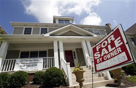 A home sits for sale in Geneva, Illinois June 23, 2009. REUTERS/Jeff Haynes