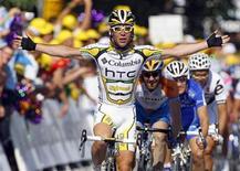 <p>Ciclismo, Cavendish vince seconda tappa del Tour de France. REUTERS/Bogdan Cristel</p>
